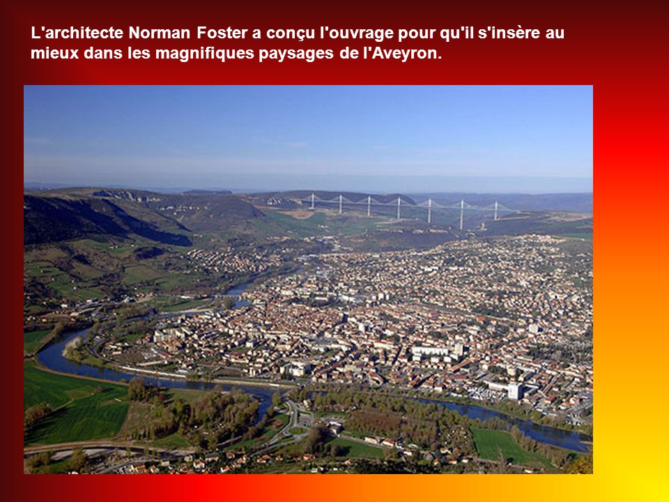 L architecte Norman Foster a conçu l ouvrage pour qu il s insère au mieux dans les magnifiques paysages de l Aveyron.