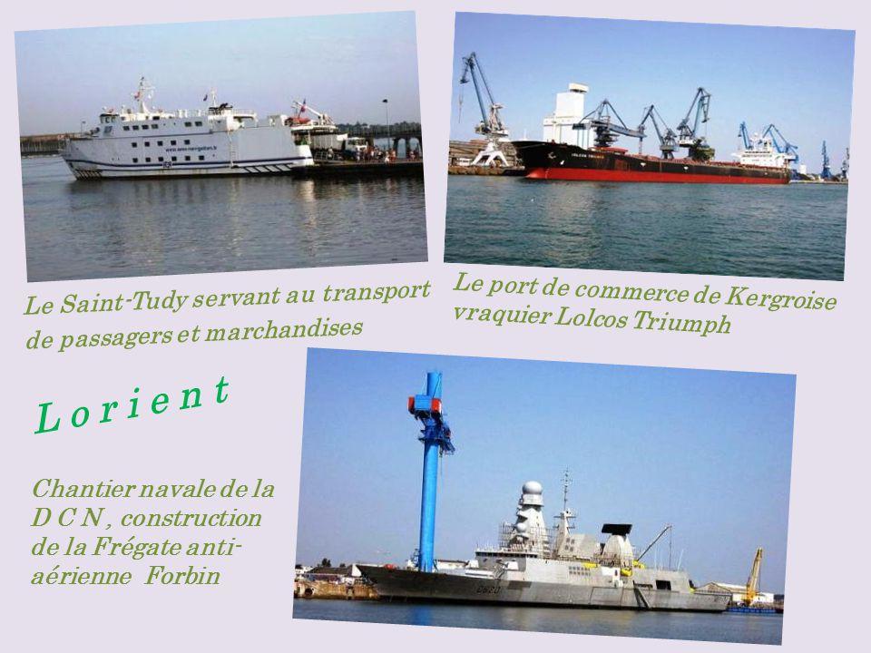 Le Saint-Tudy servant au transport de passagers et marchandises