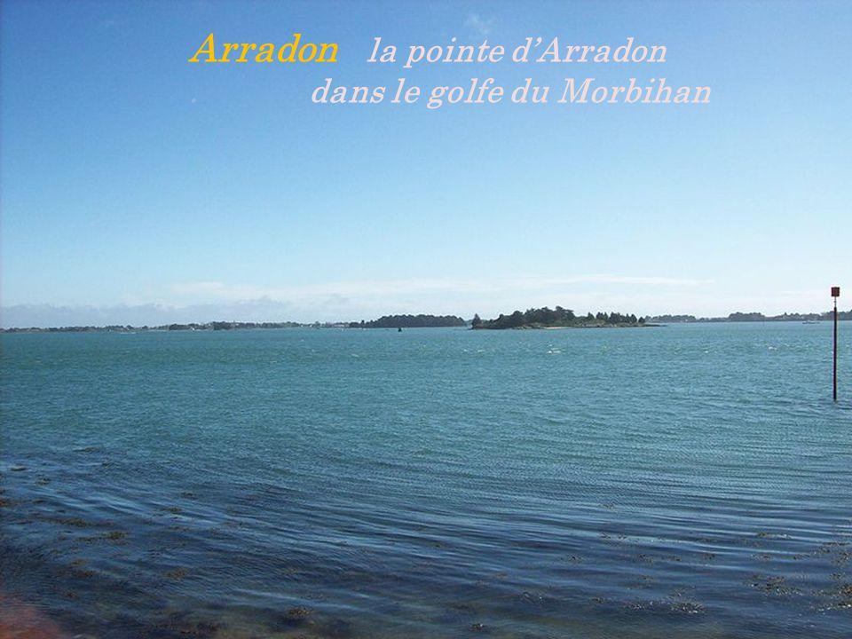 Arradon la pointe d'Arradon . dans le golfe du Morbihan