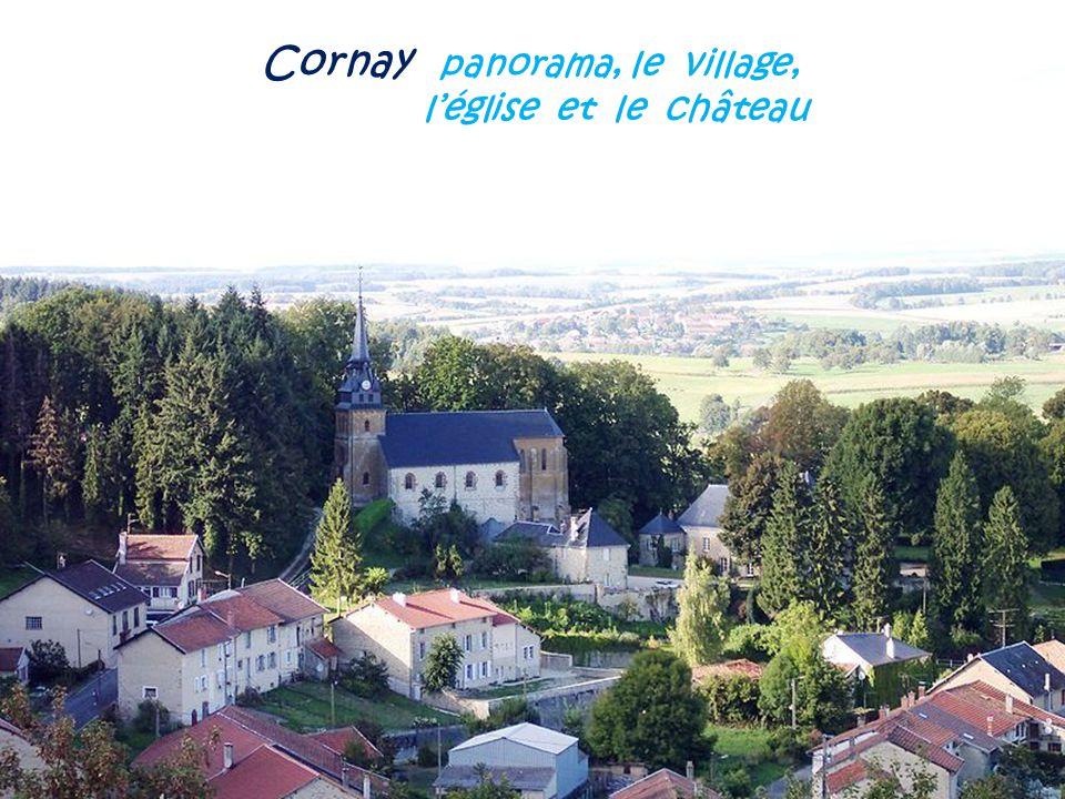 Cornay panorama, le village, . l'église et le château