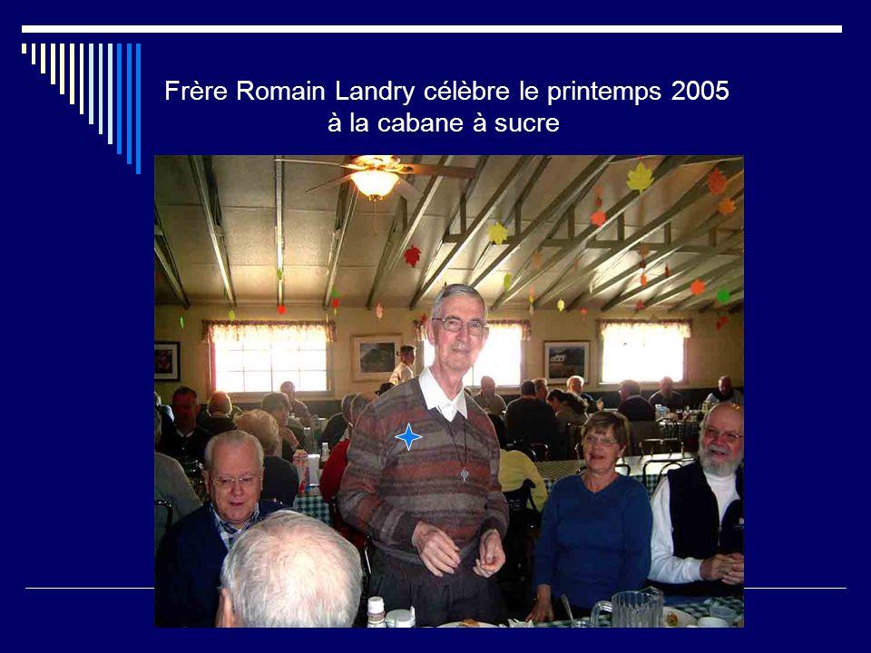 Frère Romain Landry célèbre le printemps 2005 à la cabane à sucre