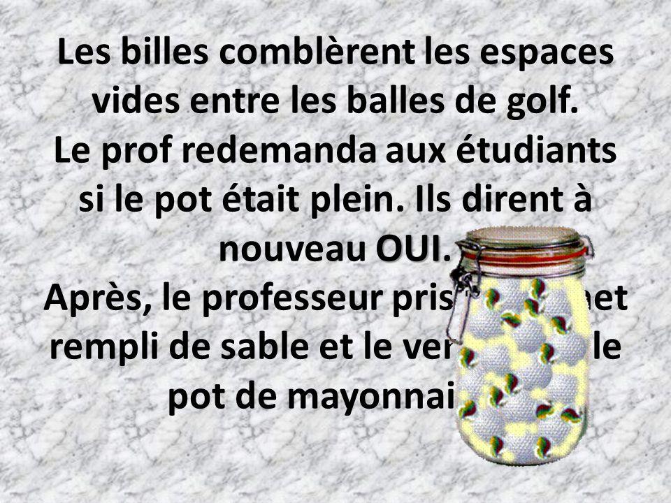 Les billes comblèrent les espaces vides entre les balles de golf