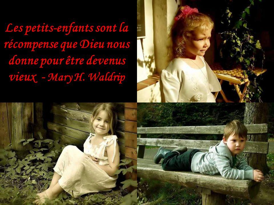 Les petits-enfants sont la récompense que Dieu nous donne pour être devenus vieux - Mary H. Waldrip
