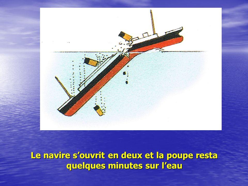 Le navire s'ouvrit en deux et la poupe resta quelques minutes sur l'eau