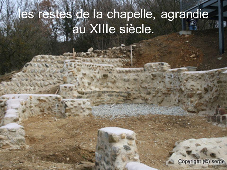 les restes de la chapelle, agrandie au XIIIe siècle.