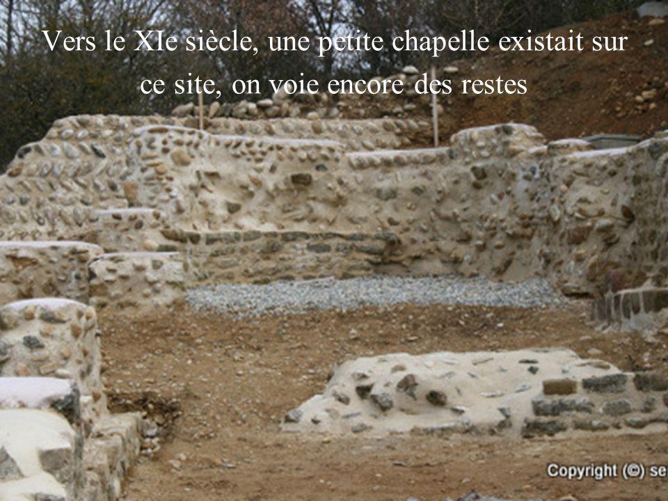 Vers le XIe siècle, une petite chapelle existait sur ce site, on voie encore des restes