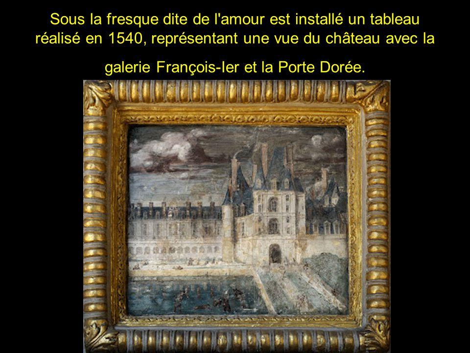 Sous la fresque dite de l amour est installé un tableau réalisé en 1540, représentant une vue du château avec la galerie François-Ier et la Porte Dorée.