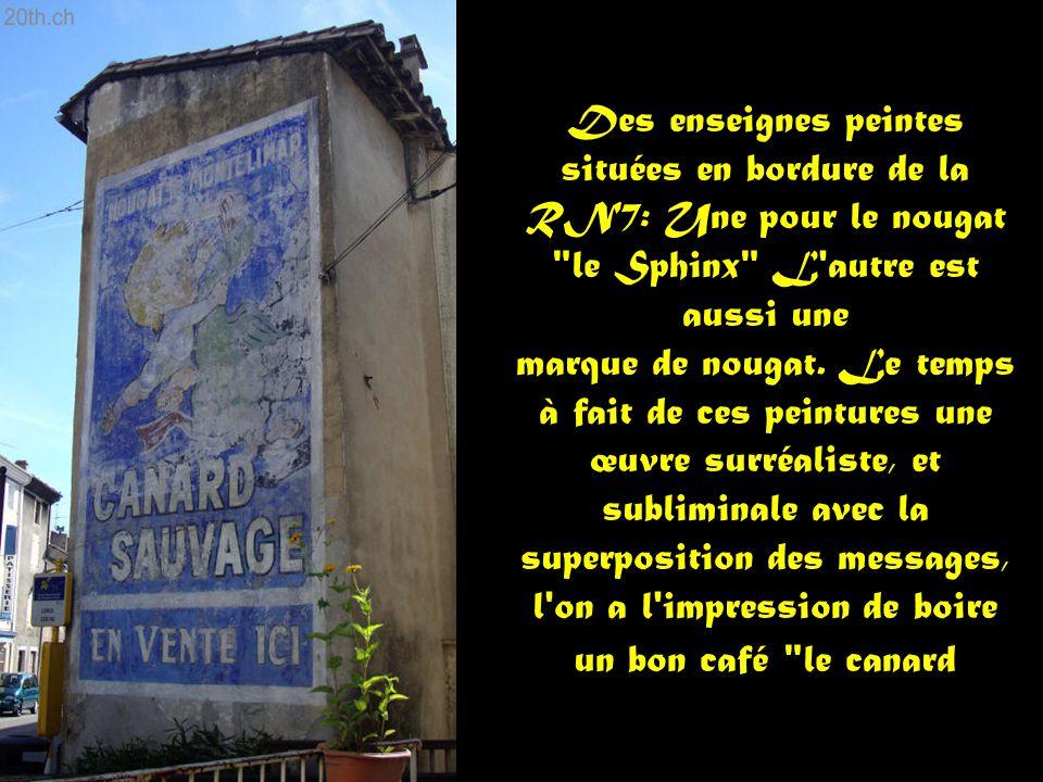 Des enseignes peintes situées en bordure de la RN7: Une pour le nougat le Sphinx L autre est aussi une marque de nougat.
