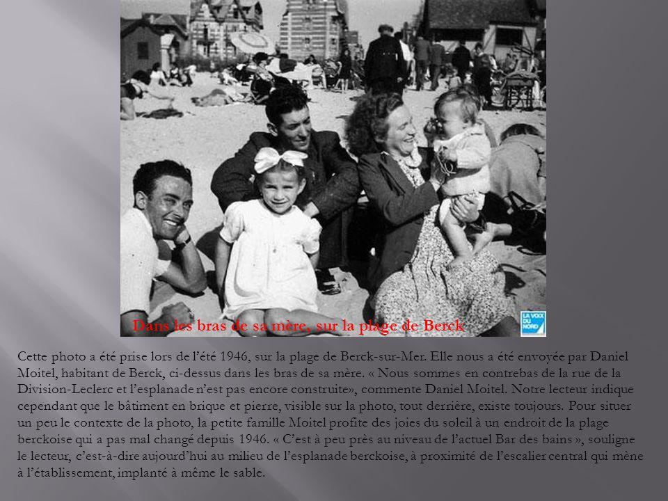 Dans les bras de sa mère, sur la plage de Berck