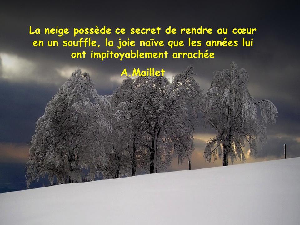 La neige possède ce secret de rendre au cœur en un souffle, la joie naïve que les années lui ont impitoyablement arrachée