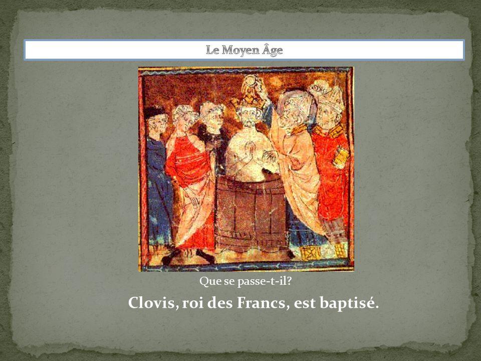 Clovis, roi des Francs, est baptisé.
