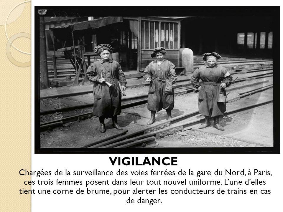 VIGILANCE Chargées de la surveillance des voies ferrées de la gare du Nord, à Paris, ces trois femmes posent dans leur tout nouvel uniforme.