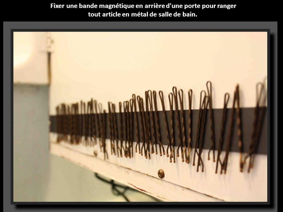Fixer une bande magnétique en arrière d une porte pour ranger