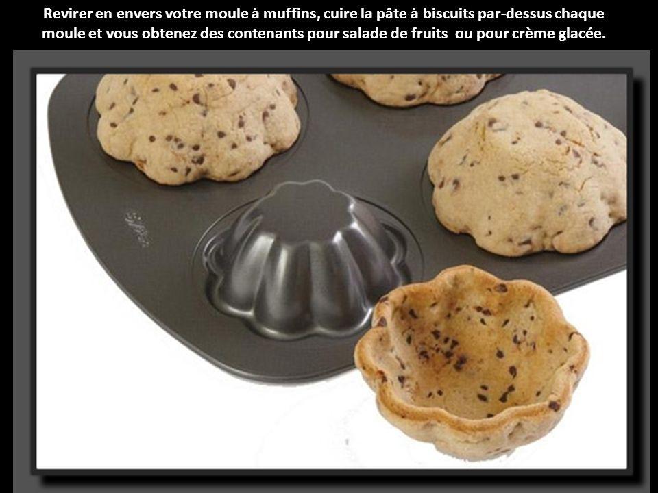 Revirer en envers votre moule à muffins, cuire la pâte à biscuits par-dessus chaque moule et vous obtenez des contenants pour salade de fruits ou pour crème glacée.