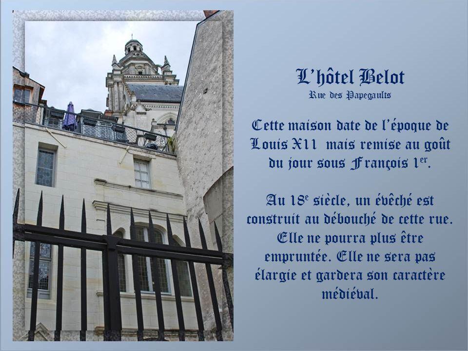 L'hôtel Belot Rue des Papegaults. Cette maison date de l'époque de Louis X11 mais remise au goût du jour sous François 1er.