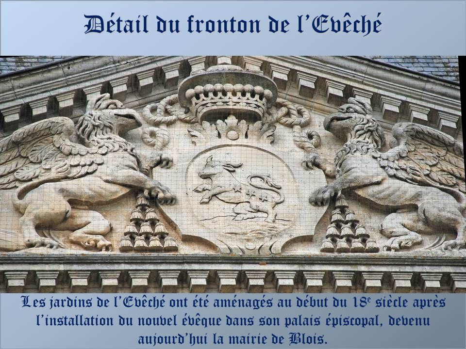 Détail du fronton de l'Evêché
