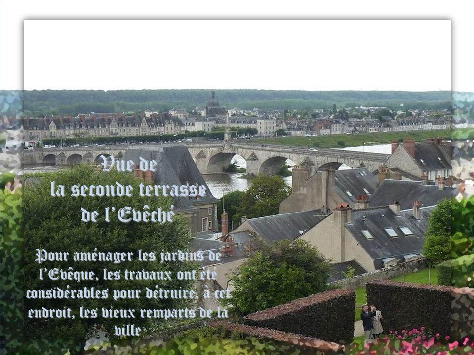 Vue de la seconde terrasse de l'Evêché