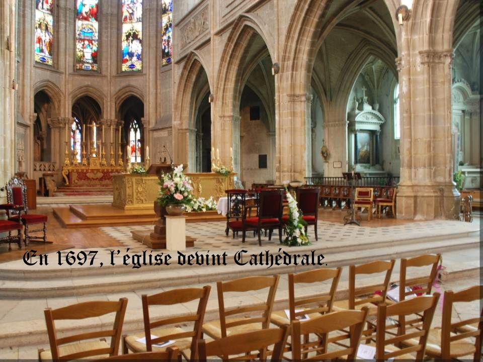 En 1697, l'église devint Cathédrale.