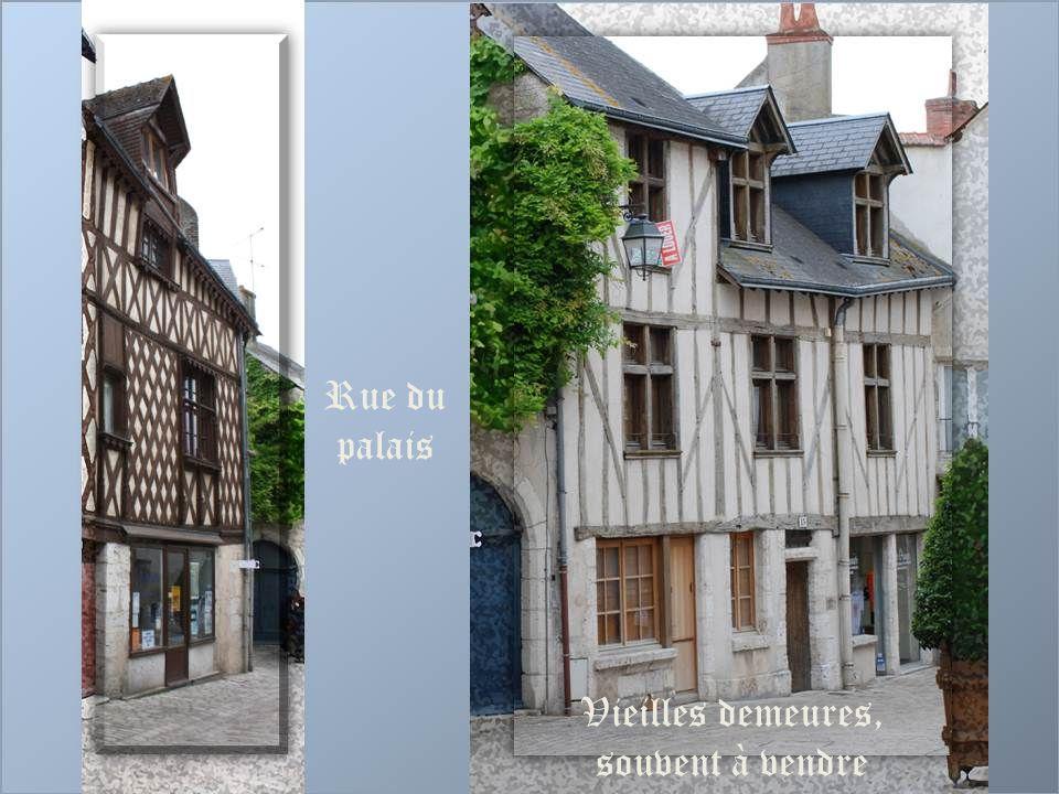 Rue du palais Vieilles demeures, souvent à vendre