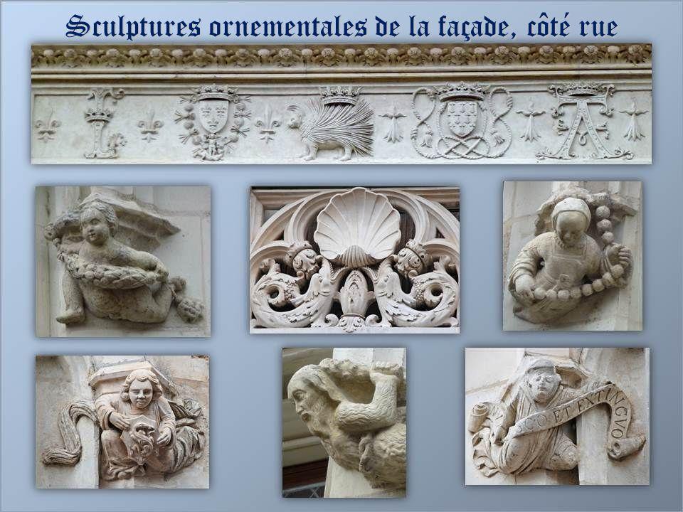 Sculptures ornementales de la façade, côté rue