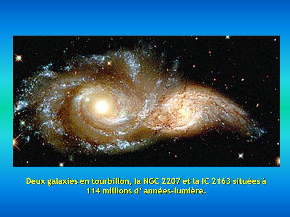 Deux galaxies en tourbillon, la NGC 2207 et la IC 2163 situées à 114 millions d' années-lumière.