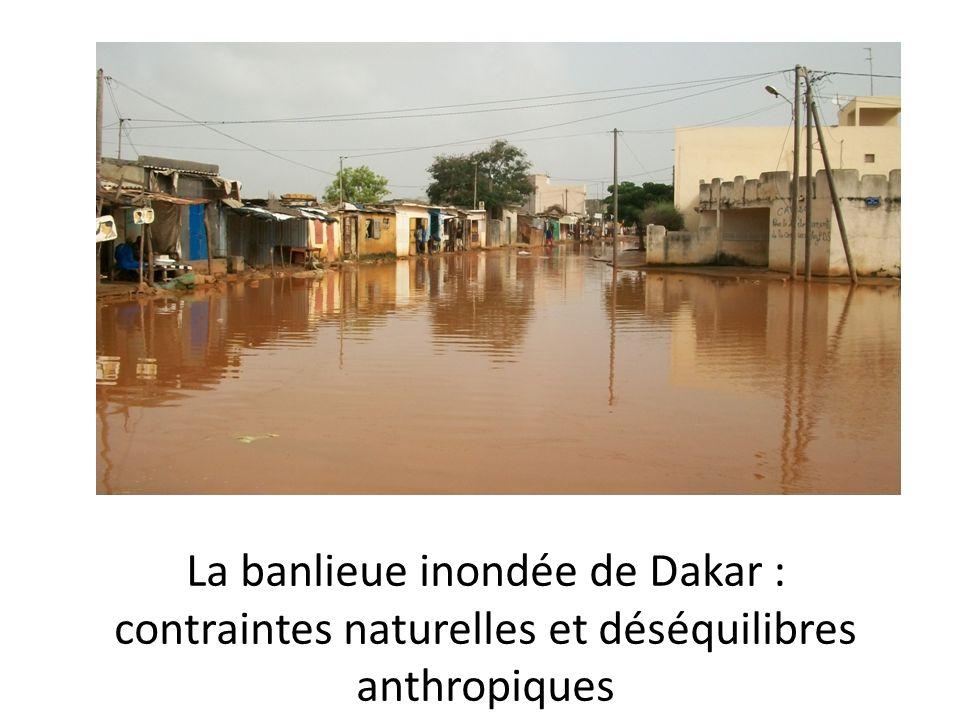 La banlieue inondée de Dakar :