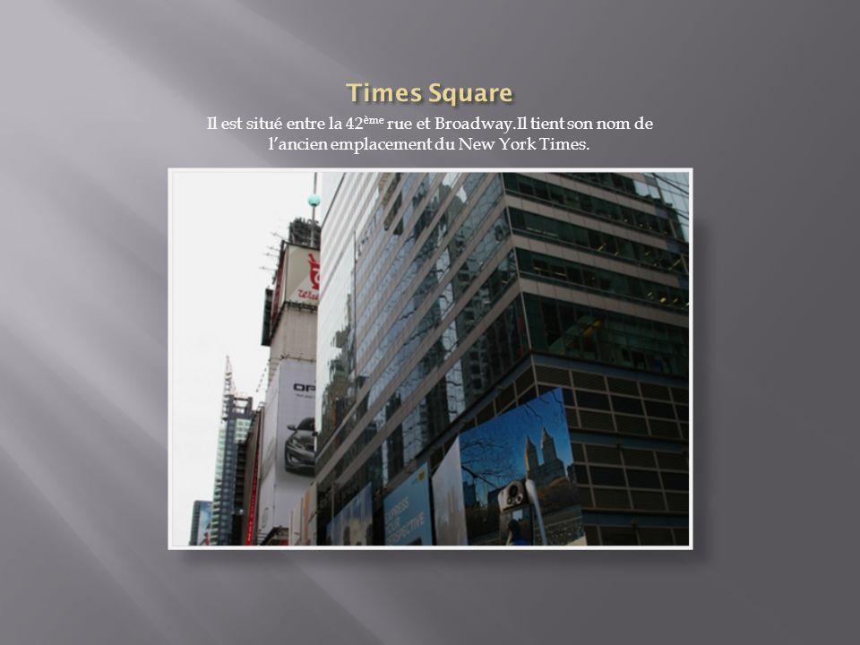 Times Square Il est situé entre la 42ème rue et Broadway.Il tient son nom de l'ancien emplacement du New York Times.