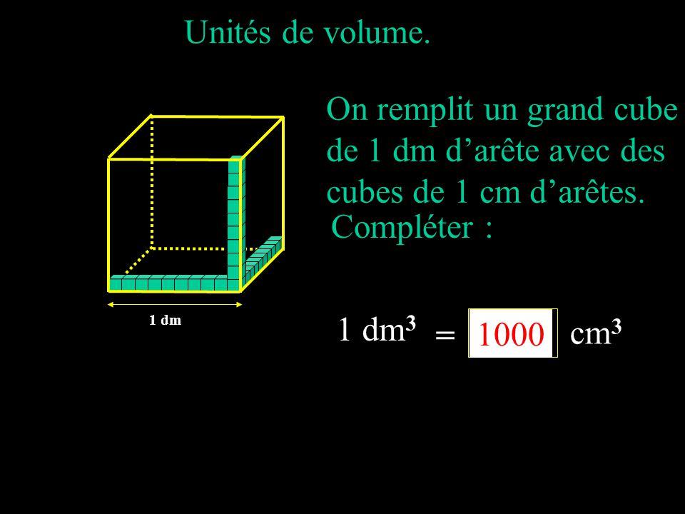 On remplit un grand cube de 1 dm d'arête avec des