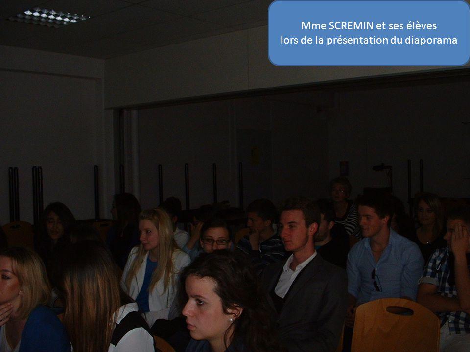 Mme SCREMIN et ses élèves lors de la présentation du diaporama