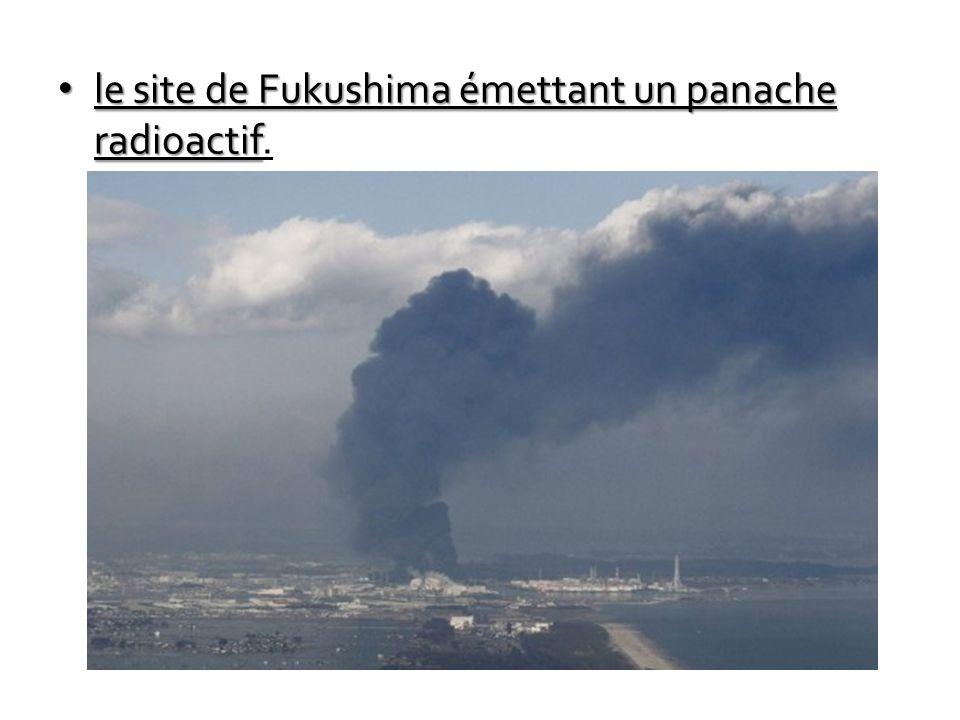 le site de Fukushima émettant un panache radioactif.