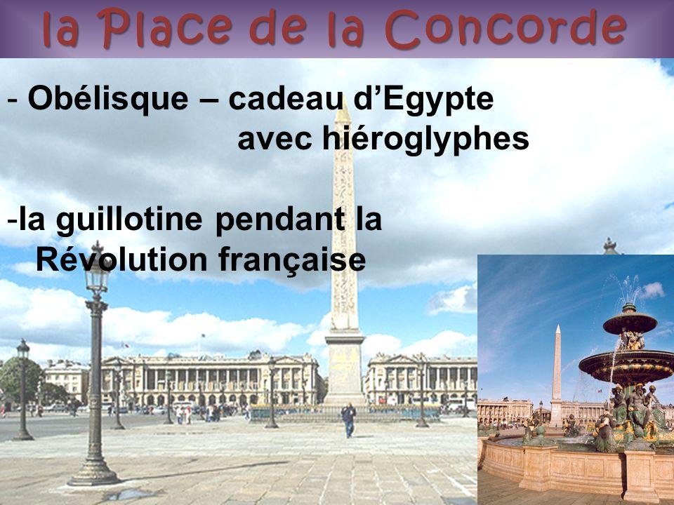 la Place de la Concorde Obélisque – cadeau d'Egypte avec hiéroglyphes