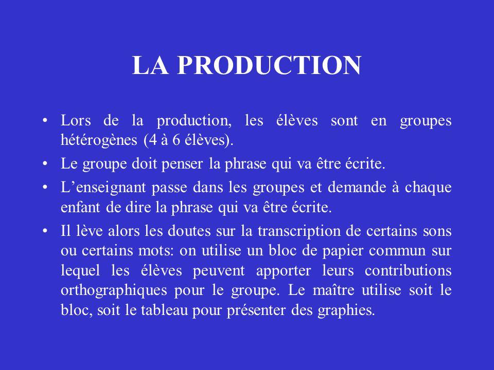 LA PRODUCTION Lors de la production, les élèves sont en groupes hétérogènes (4 à 6 élèves). Le groupe doit penser la phrase qui va être écrite.