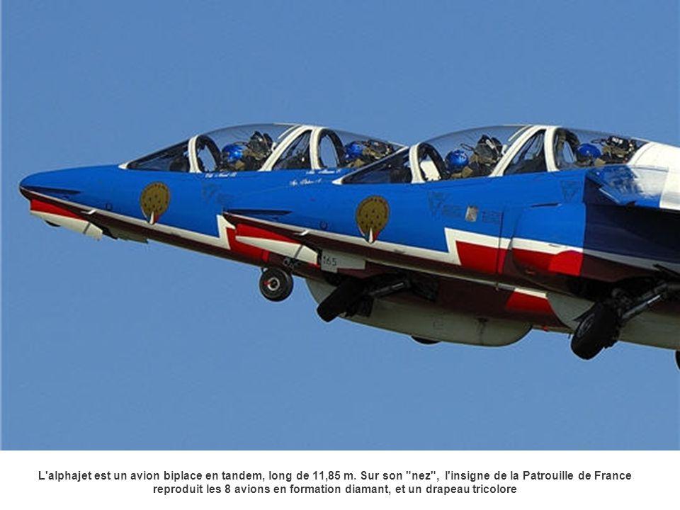 L alphajet est un avion biplace en tandem, long de 11,85 m