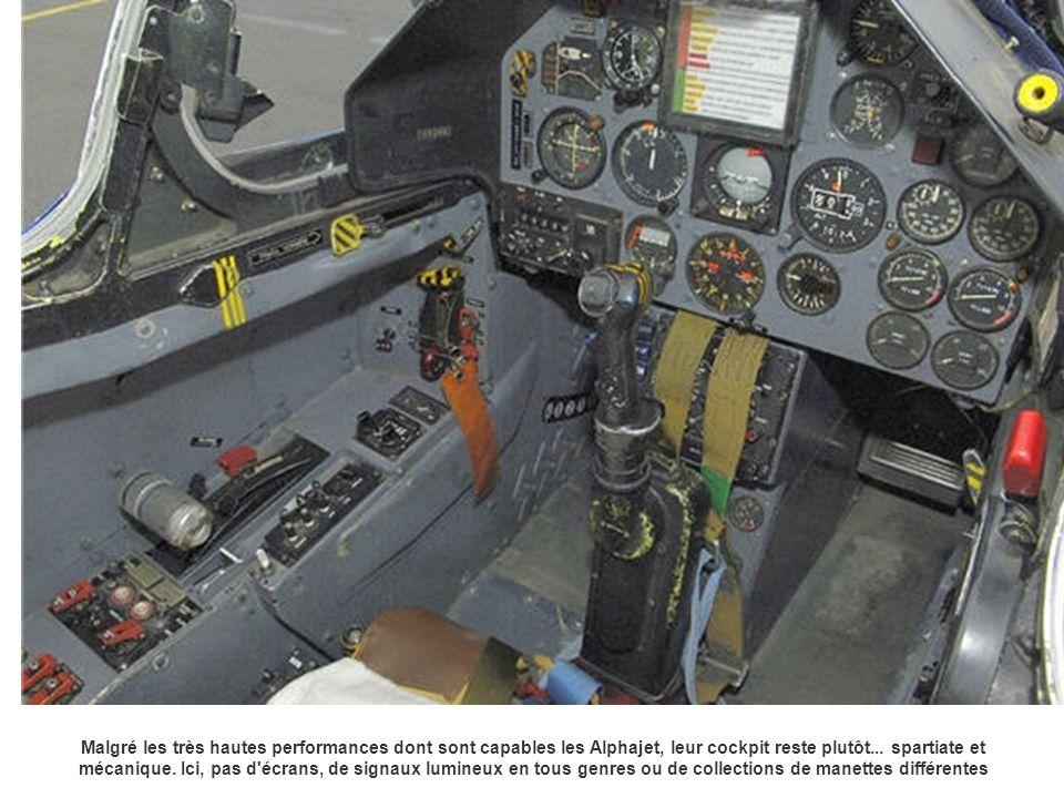Malgré les très hautes performances dont sont capables les Alphajet, leur cockpit reste plutôt...