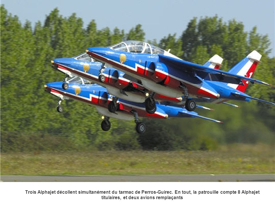 Trois Alphajet décollent simultanément du tarmac de Perros-Guirec