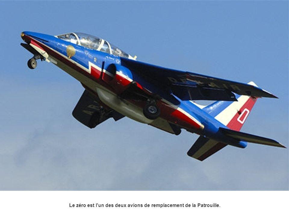 Le zéro est l un des deux avions de remplacement de la Patrouille.