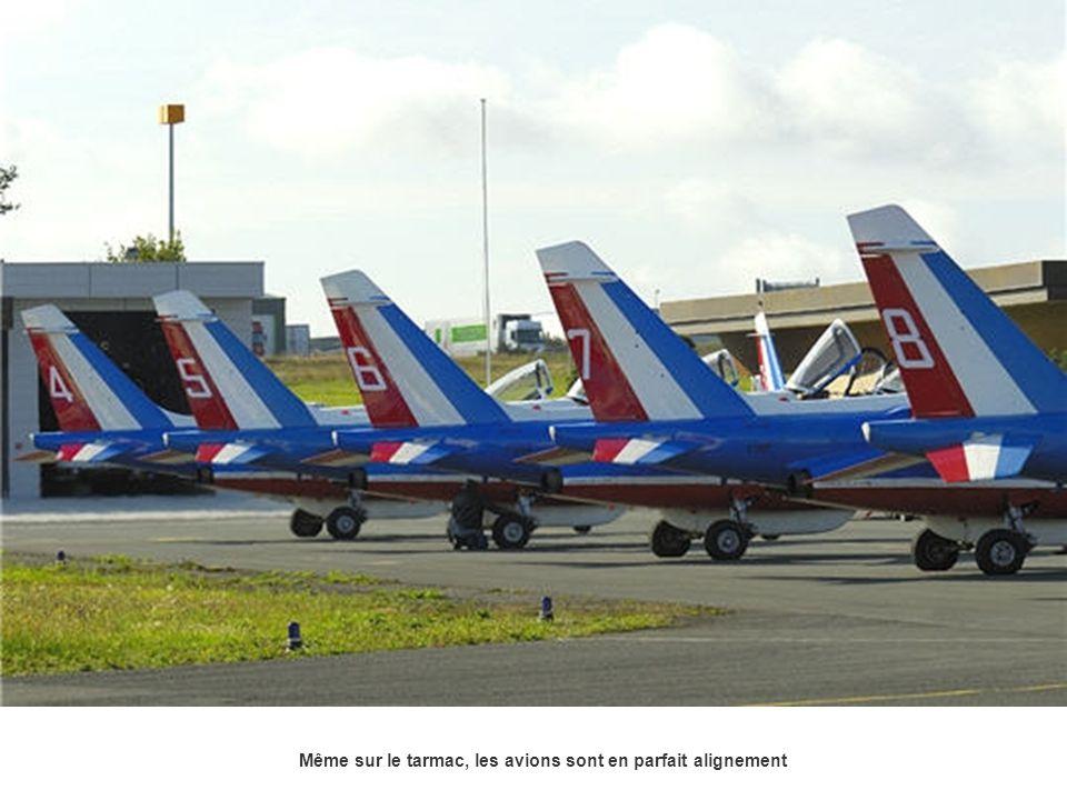 Même sur le tarmac, les avions sont en parfait alignement
