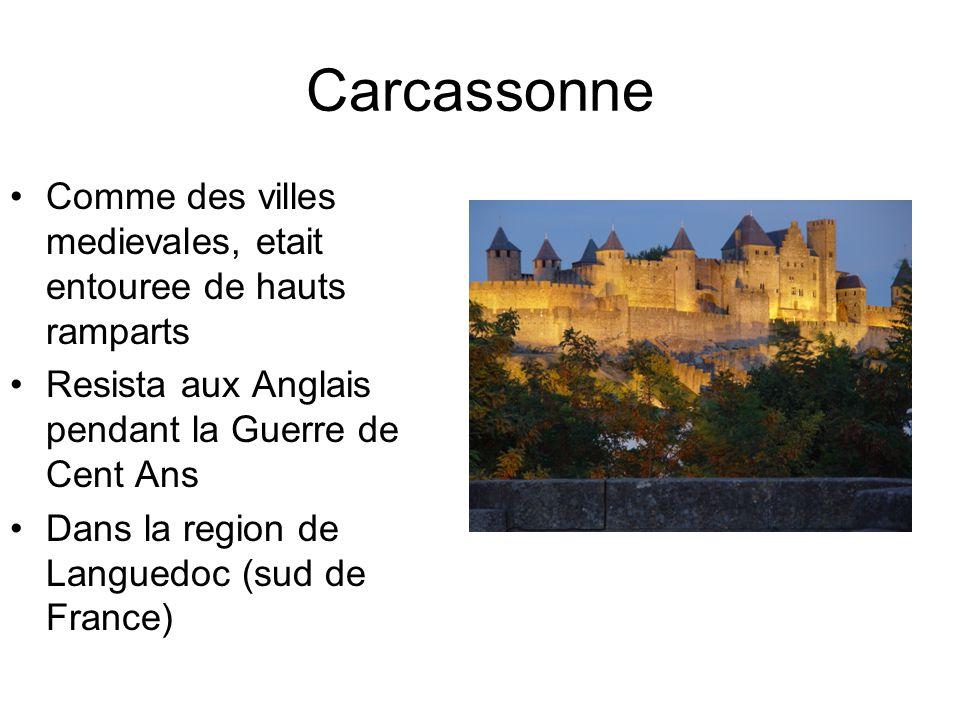 Carcassonne Comme des villes medievales, etait entouree de hauts ramparts. Resista aux Anglais pendant la Guerre de Cent Ans.