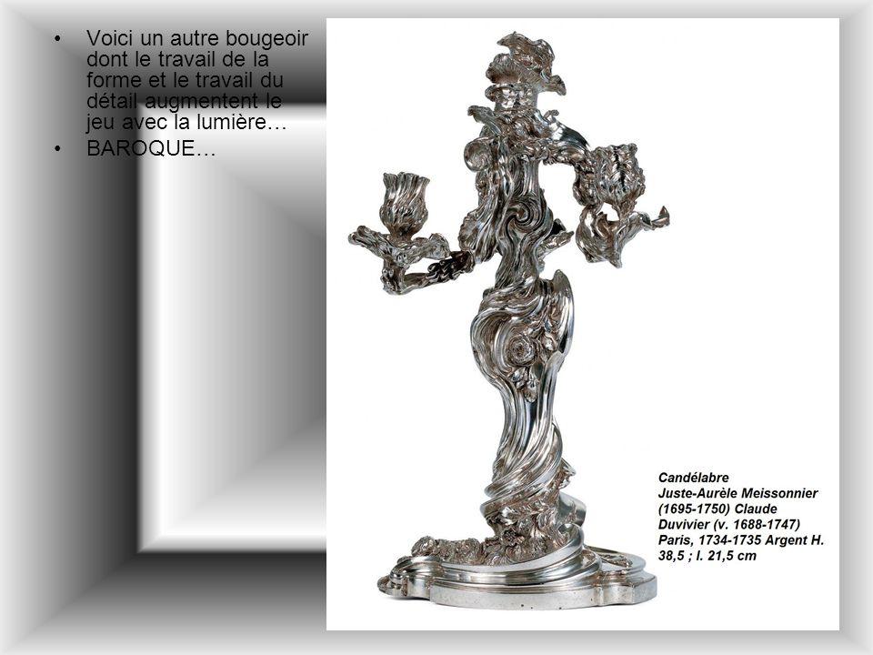 Voici un autre bougeoir dont le travail de la forme et le travail du détail augmentent le jeu avec la lumière…