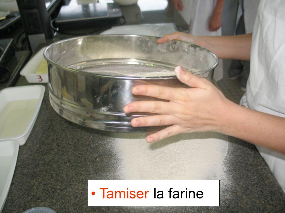 Tamiser la farine