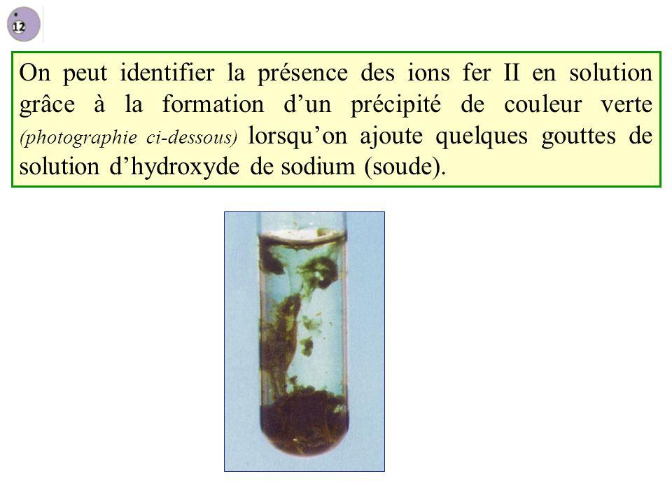 On peut identifier la présence des ions fer II en solution grâce à la formation d'un précipité de couleur verte (photographie ci-dessous) lorsqu'on ajoute quelques gouttes de solution d'hydroxyde de sodium (soude).