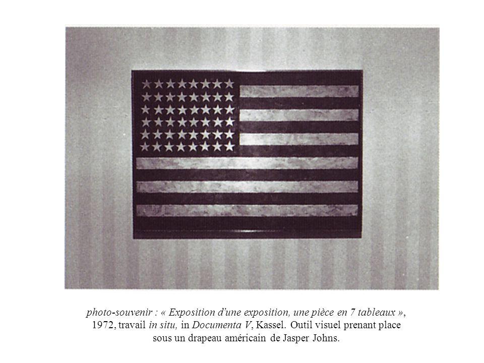 photo-souvenir : « Exposition d'une exposition, une pièce en 7 tableaux », 1972, travail in situ, in Documenta V, Kassel.