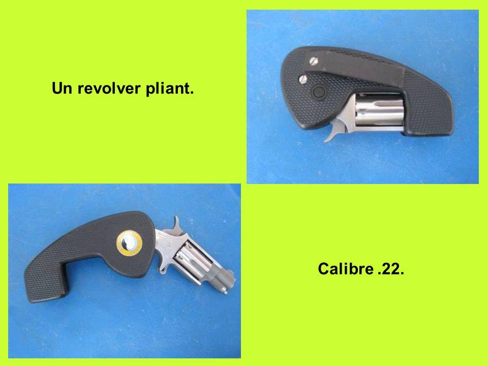 Un revolver pliant. Calibre .22.