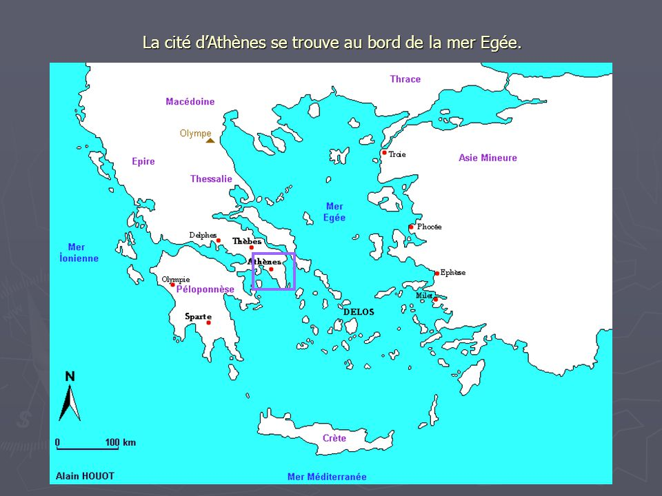 La cité d'Athènes se trouve au bord de la mer Egée.