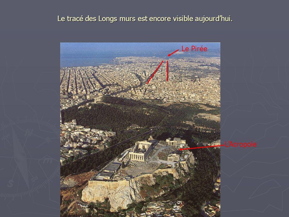 Le tracé des Longs murs est encore visible aujourd'hui.