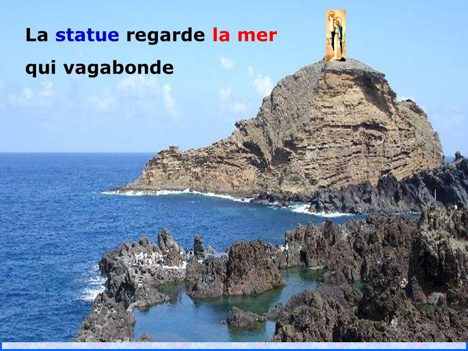 La statue regarde la mer