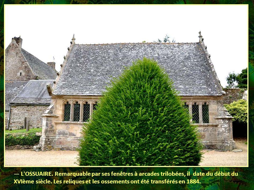 — L OSSUAIRE. Remarquable par ses fenêtres à arcades trilobées, il date du début du XVIème siècle.