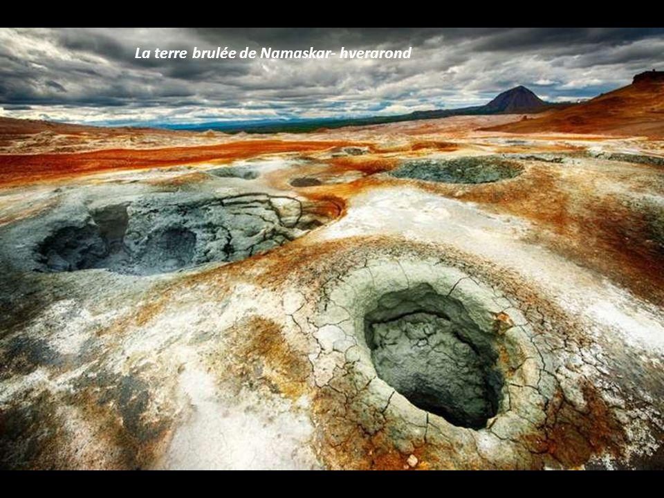 La terre brulée de Namaskar- hverarond