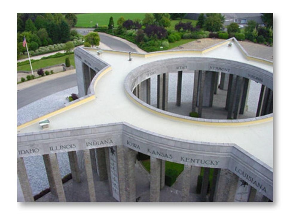 Mémorial du Mardasson Ce monument, en forme d'étoile à cinq branches, a été conçu par l'architecte Georges DEDOYARD pour honorer la mémoire des 76.890 soldats américains tués, blessés ou disparus pendant la Bataille des Ardennes.