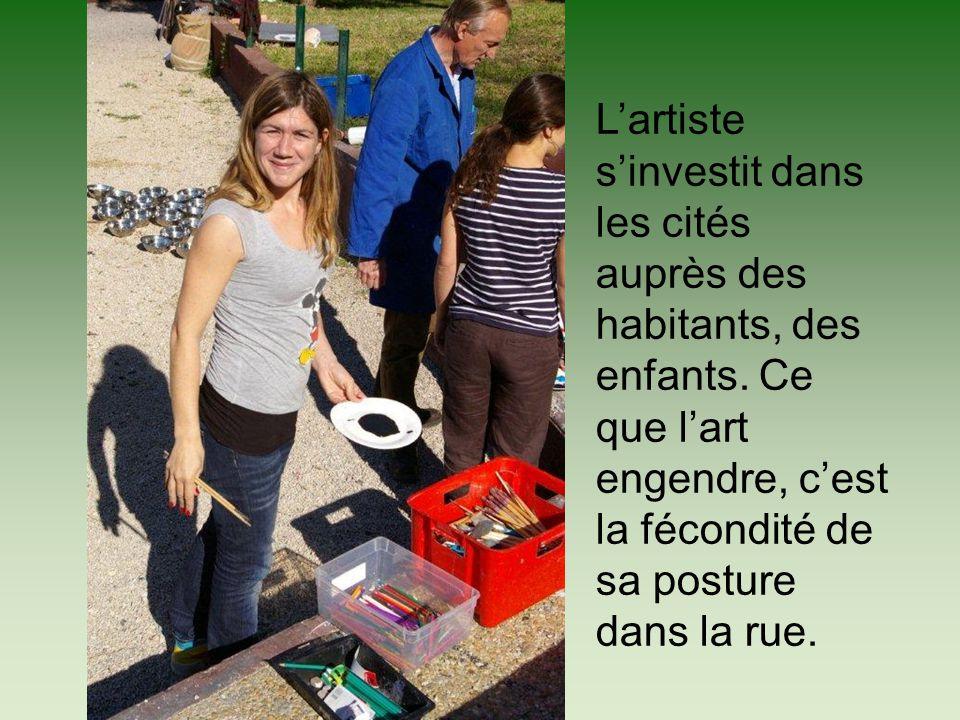 L'artiste s'investit dans les cités auprès des habitants, des enfants